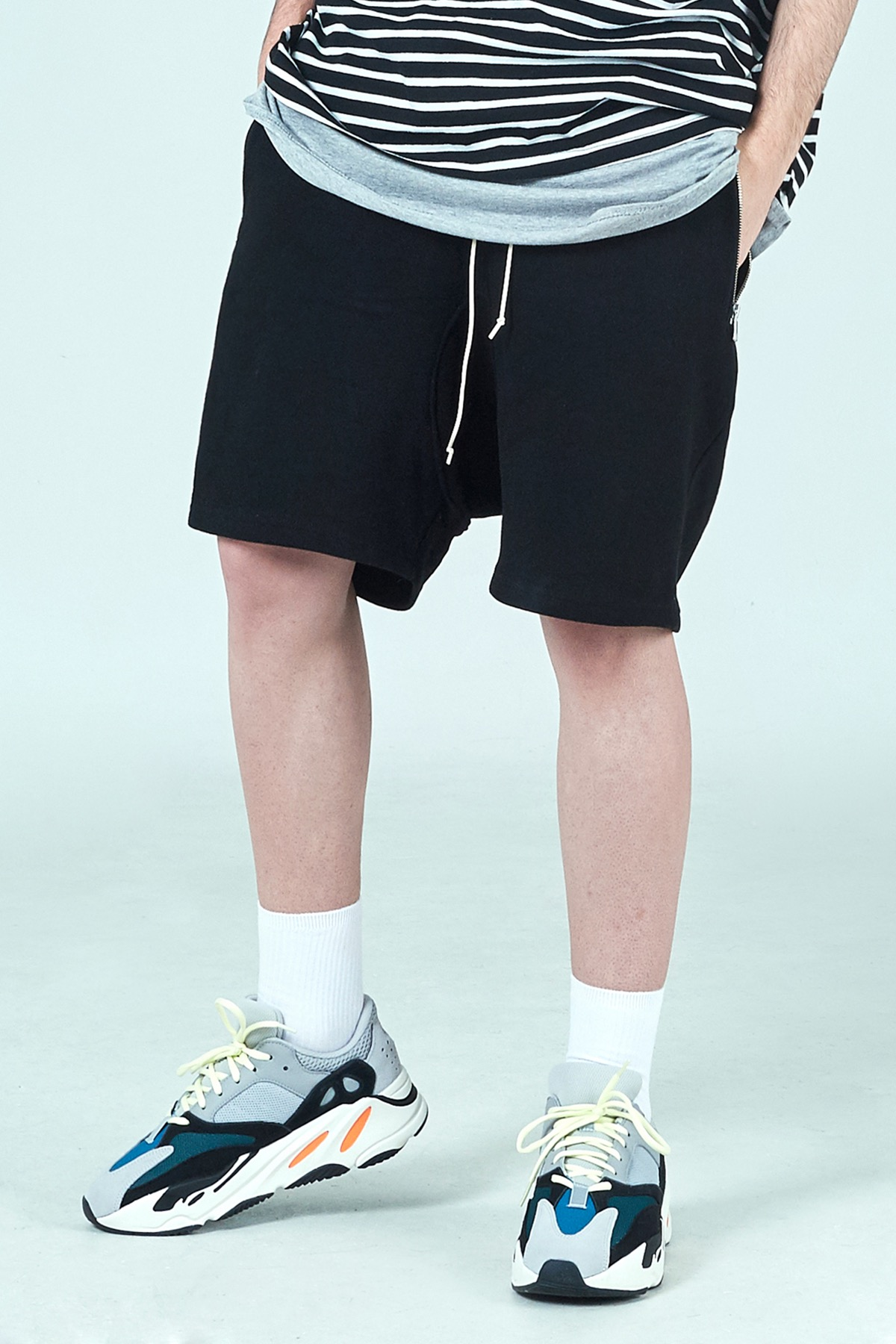 BLACK DRAWSTRING SHORT PANTS