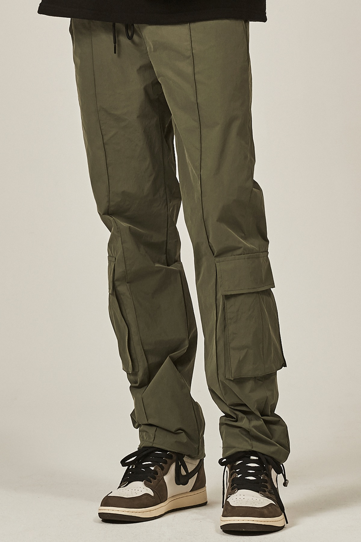 KHAKI PINTUCK CARGO STRING PANTS